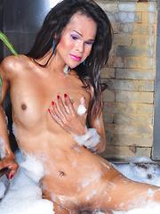 Alexia: Bubbly Bath