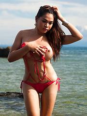 Vitress Tamayo: Beach Babe
